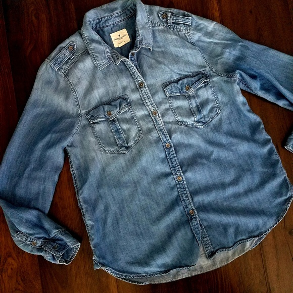 ad68a8a6 American Eagle Outfitters Tops - AE AMERICAN EAGLE MILITARY CHAMBRAY BUTTON  DOWN L